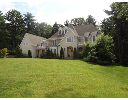 Photo: 4 Copperbeech Cir, Westborough, MA
