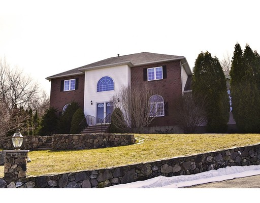 Photo of 16 Hilltop Dr, Peabody, MA