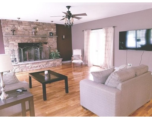Photo: 5 Stone Creek Cir, Oxford, MA