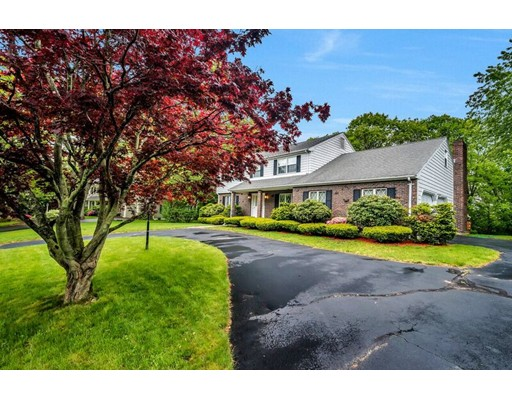 Photo of 14 Berkshire Dr, Winchester, MA