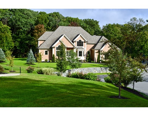 Photo of 2 Longmeadow Dr, Wakefield, MA