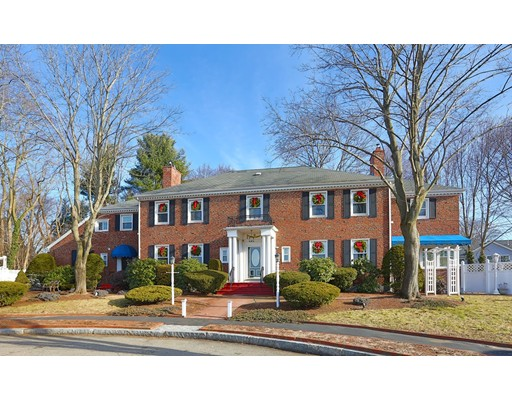 Photo of 15 Lakeshore Dr, Wakefield, MA