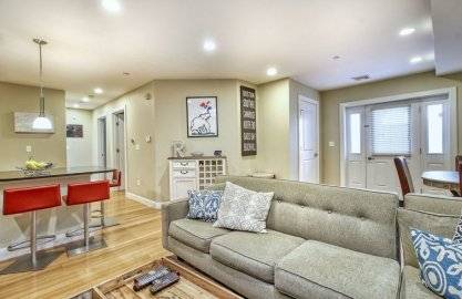 152 Old Colony Ave #2