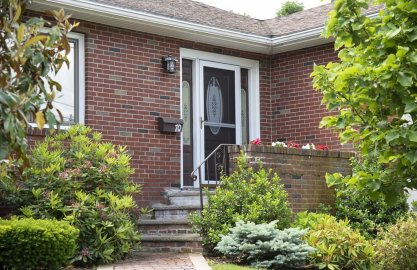 70 Mossdale Rd