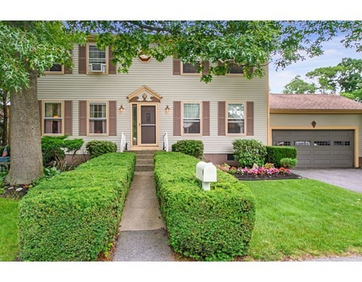 Photo of 9 Country Dr, Somerset, MA