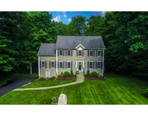 Photo of 4 Tanglewood Dr, Franklin, MA